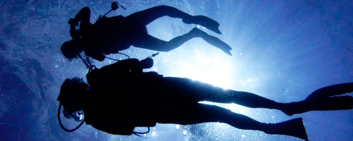 Difference between Snorkeling and Scuba Diving - 2 divers