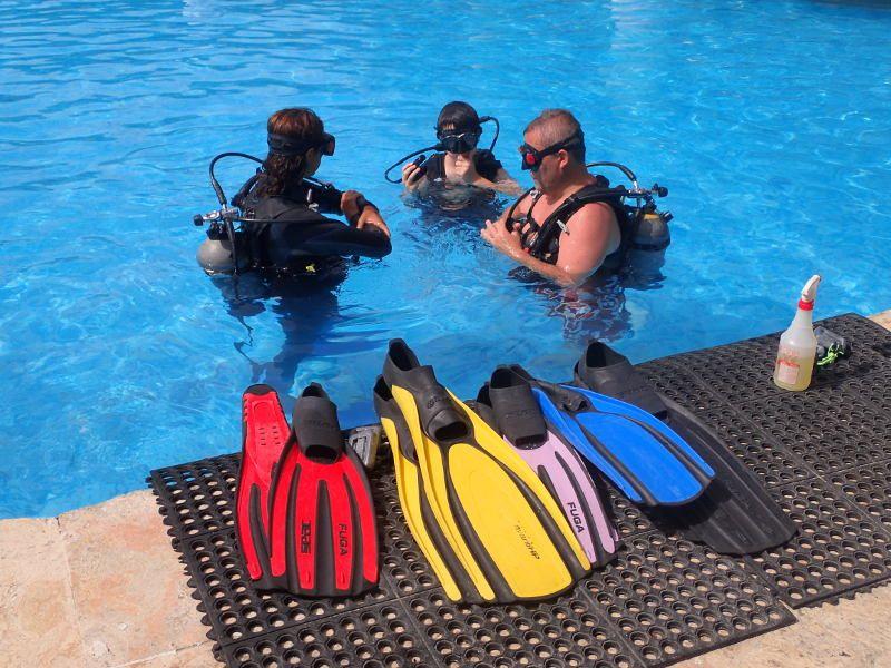 PADI GO PRO FAQ: Divemaster Prerequisites