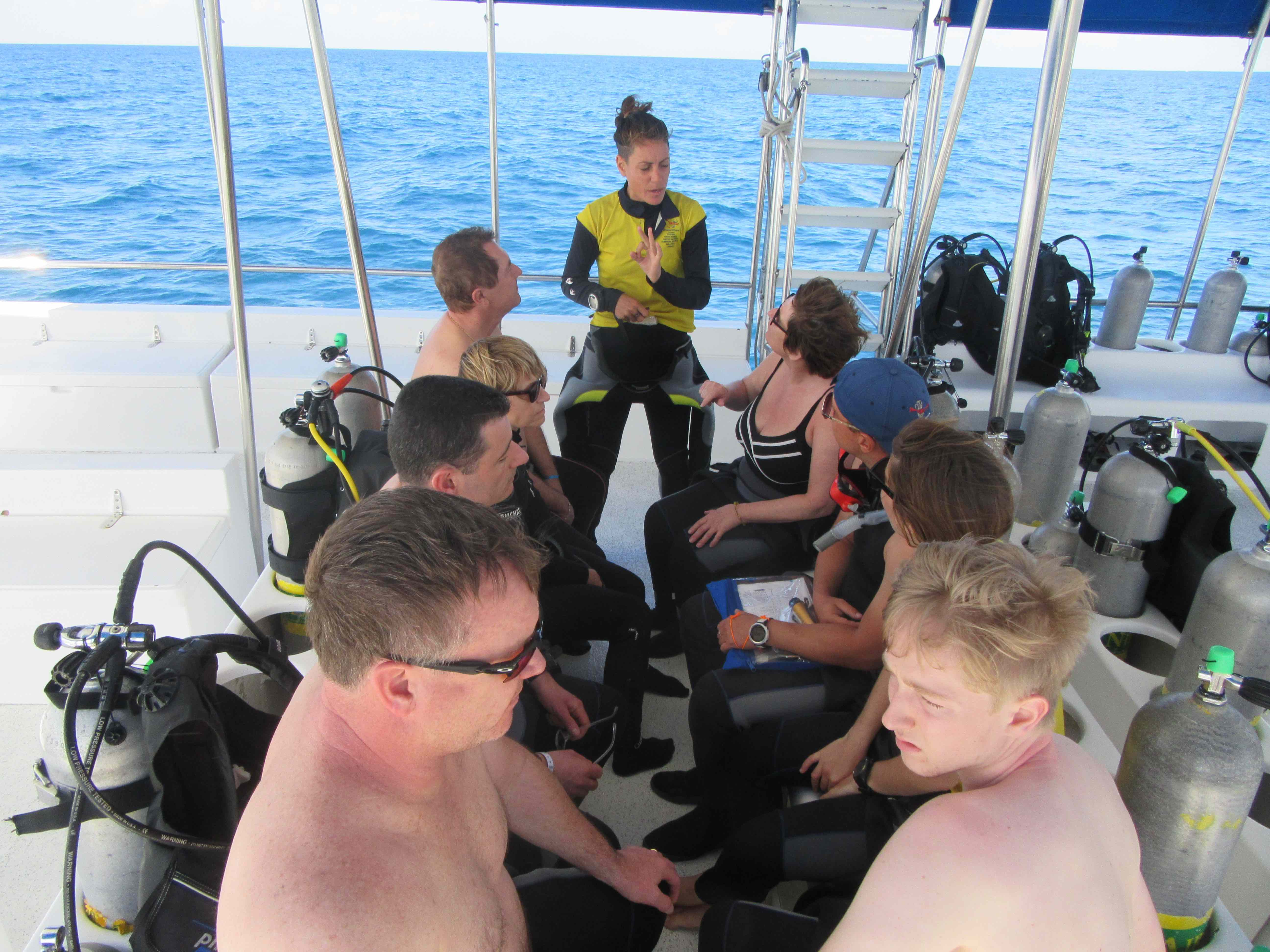 Dos and don'ts on a dive boat breafing