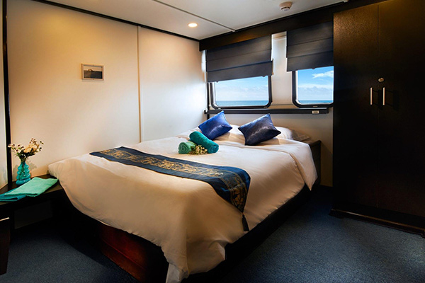 Galapagos liveaboard diving - premium double cabin