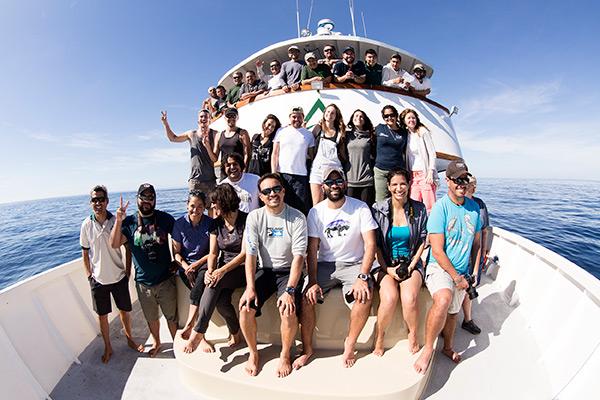 liveaboard diving - people on boat