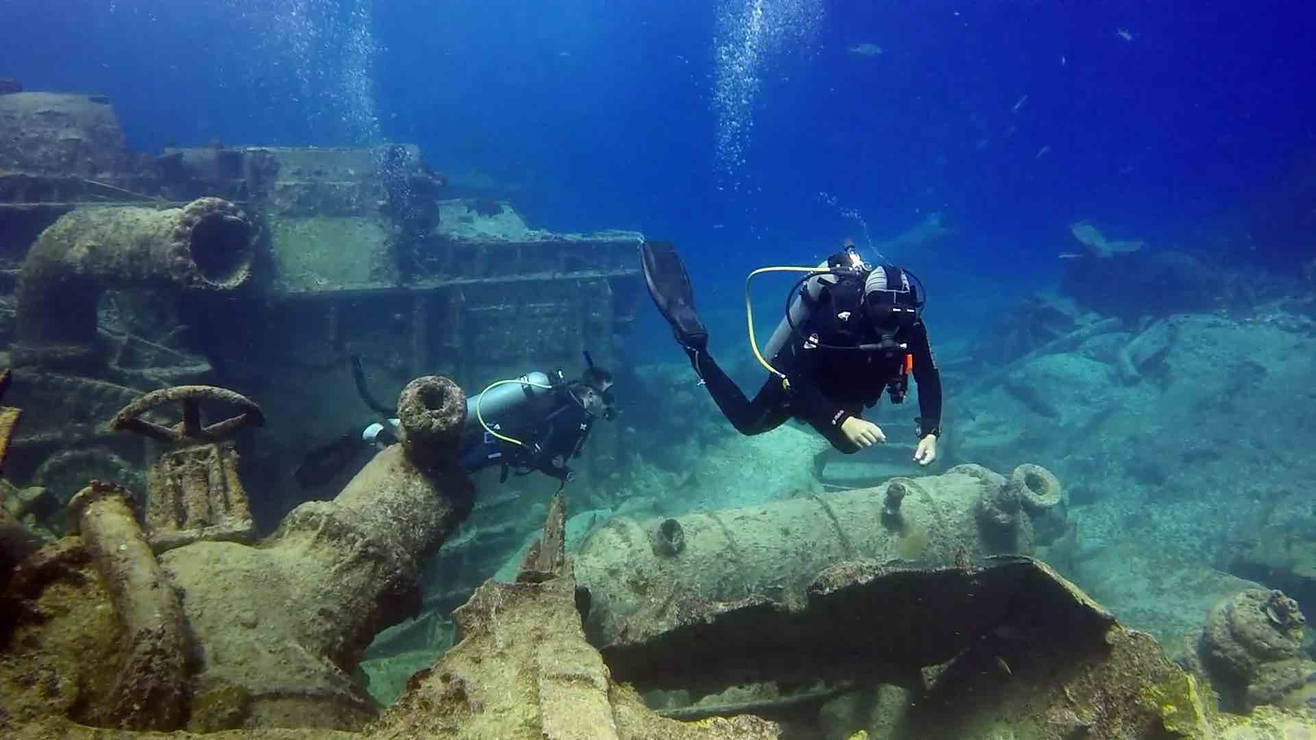 Learn to dive in the caribbean - shipwreck