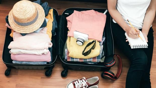 Lista de cosas para viajar a bucear - maleta