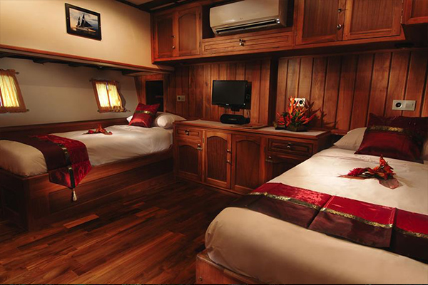 Liveaboard Diving Philippines - Twin Double Cabin