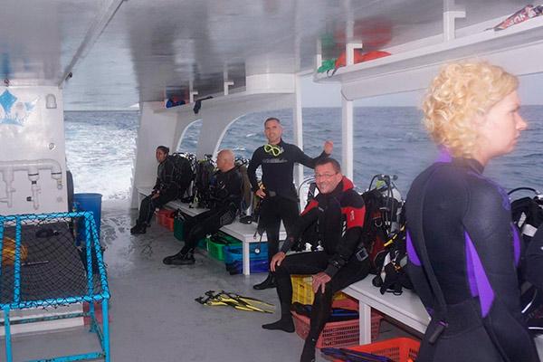 Maldives liveaboard diving - Divers 2