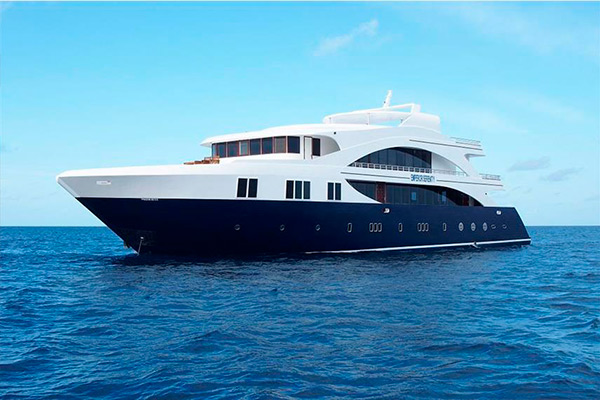 Maldives liveaboard diving - Emperor Serenity boat