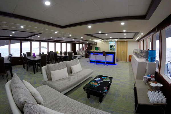 Maldives liveaboard diving - lounge2
