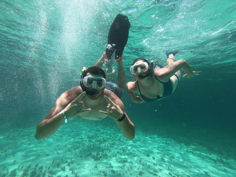 Montego Bay Marine Park History - couple - Historia del Parque Marino de Montego Bay
