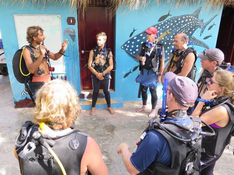 PADI GO PRO FAQ: Divemaster duties