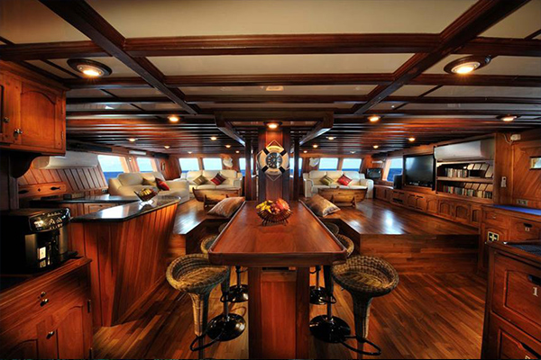 Liveaboard Diving Philippines - Dinning Room