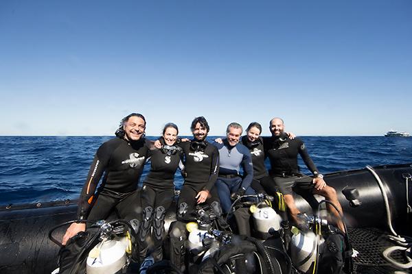 maldives liveaboard diving - people