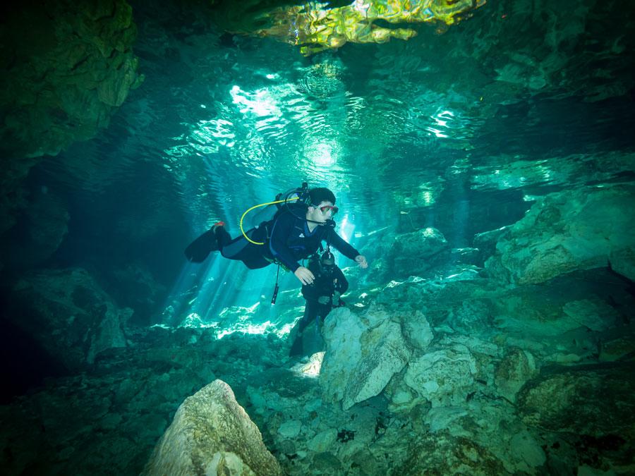 Underwater cave exploration - exploración de cuevas submarinas - 2