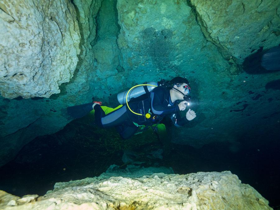 Underwater cave exploration - exploración de cuevas submarinas - 3
