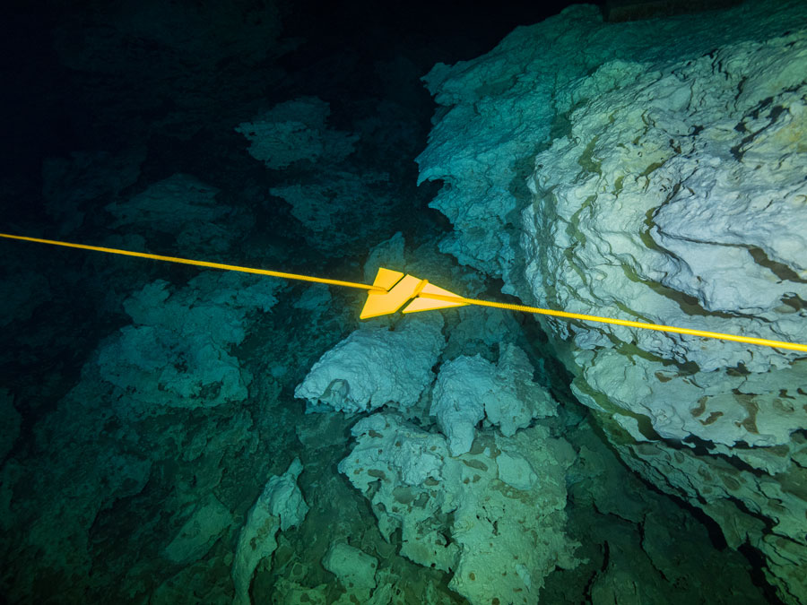 Underwater cave exploration - exploración de cuevas submarinas - 5