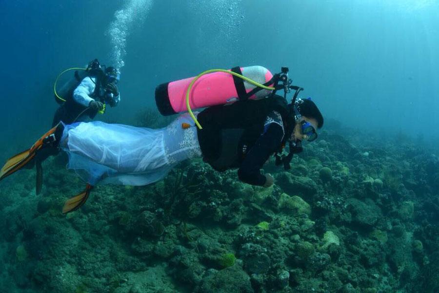 Underwater marriage - boda submarina - 2