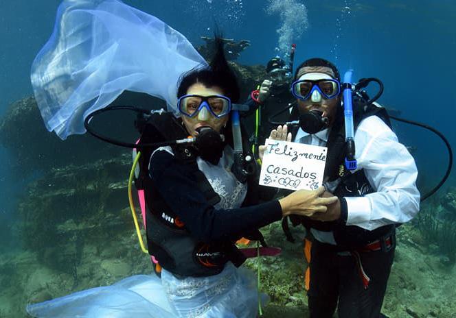 Underwater marriage - boda submarina - 3