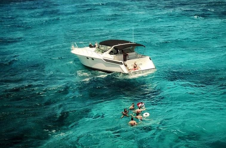 Yacht Excursion in Jamaica - Dressel Divers