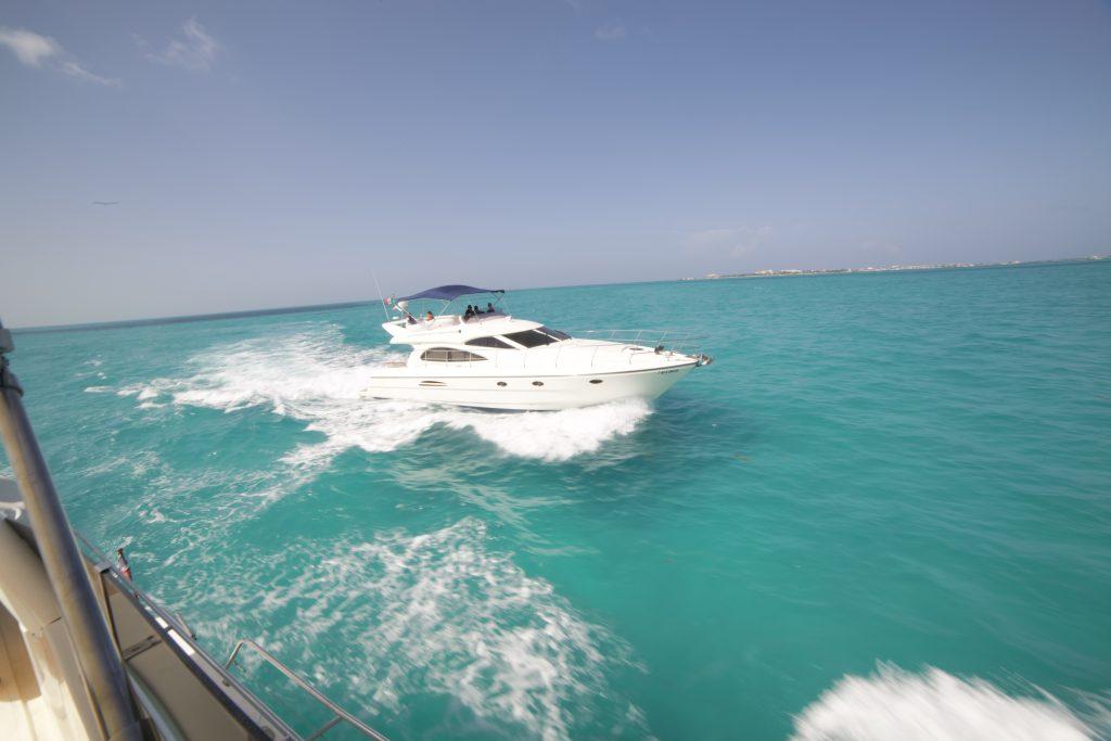 Yacht Excursion in Mexico Astondoa 10