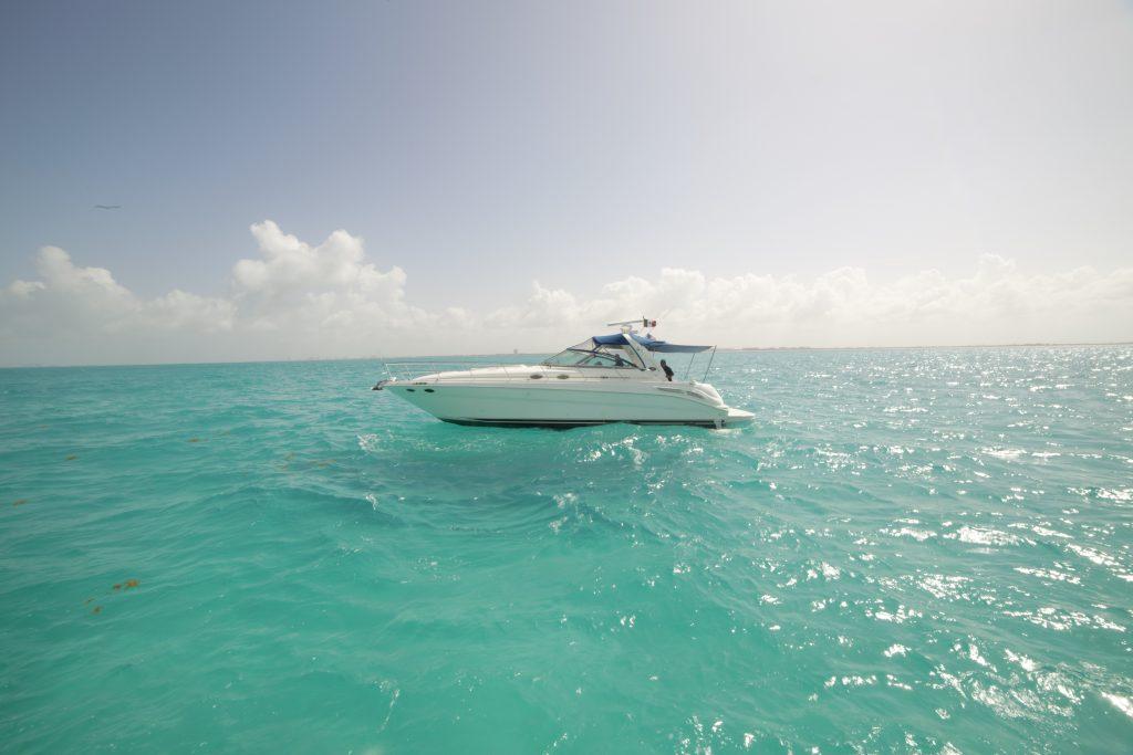 Yacht Excursion in Mexico Astondoa 8