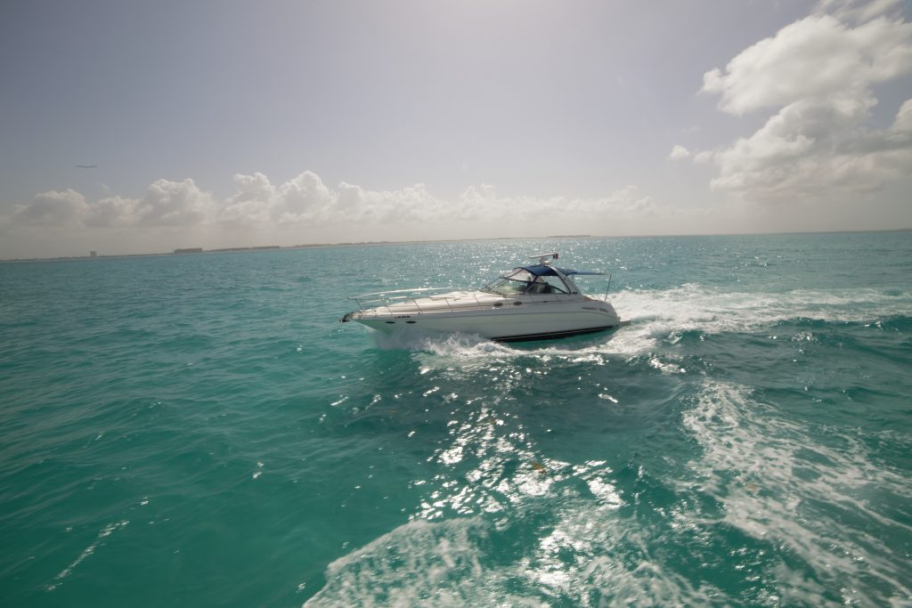 Yacht Excursion in Mexico Sea Ray 5