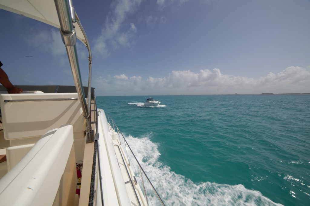 Yacht Excursion in Mexico Sea Ray 6