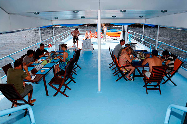 bahamas liveaboard diving - dinning terrace