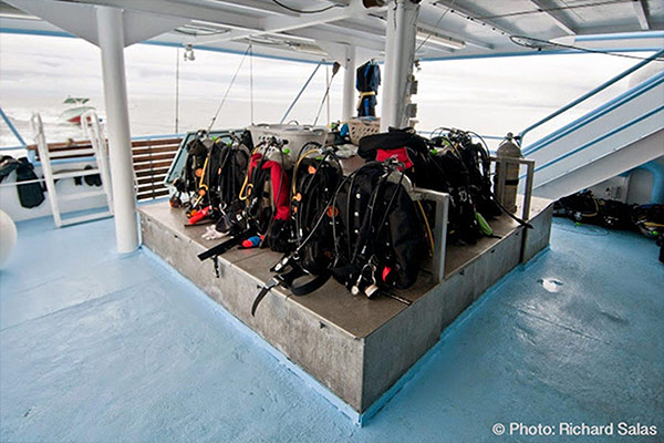 bahamas liveaboard diving - deck