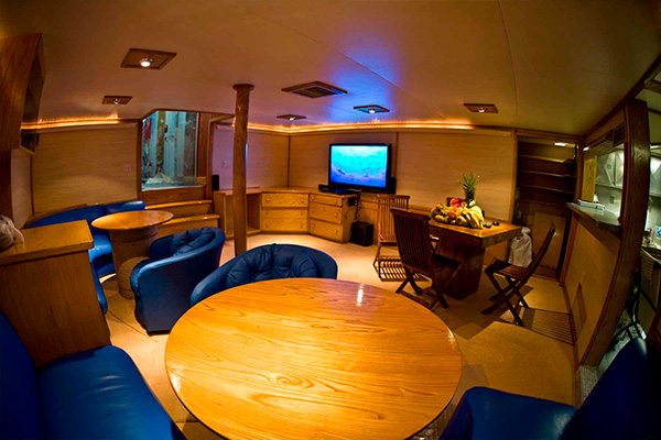 bahamas liveaboard diving - dinning room