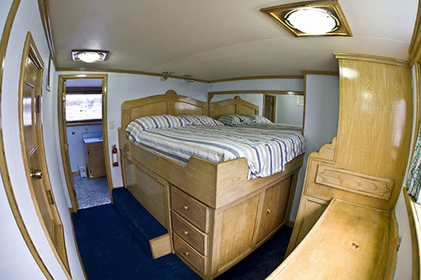 bahamas liveaboard diving - premium cabins