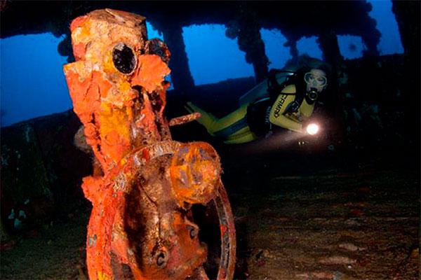 buceo-vida-a-bordo-en-la-laguna-truk-1