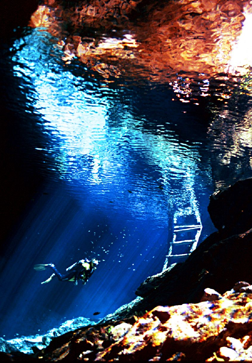 Cenote in Mexico, visibility while scuba diving