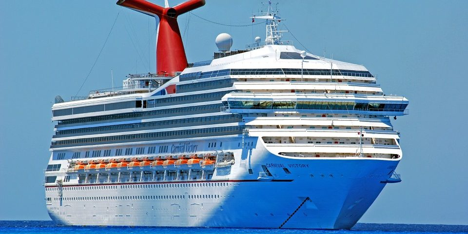 cruise ship stops for scuba diving in the Caribbean