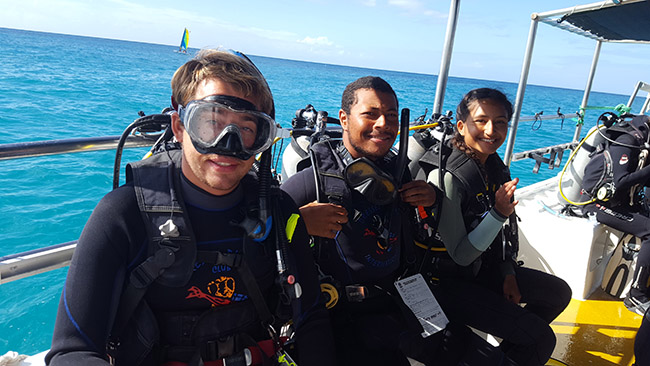 how to become a scuba diving instructor - diving