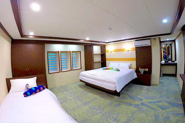 maldives liveaboard diving - MAIN DECK - 1 DOUBLE AND 1 SINGLE BED CABIN