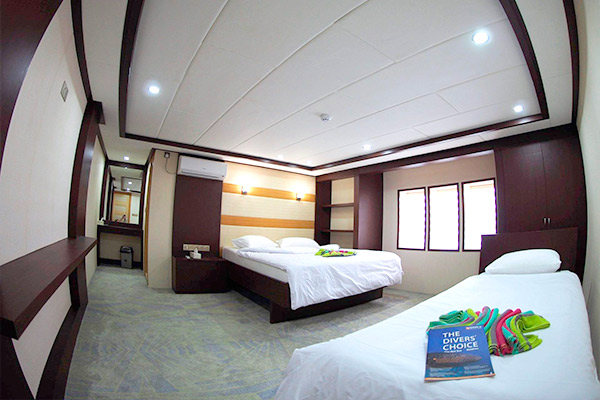 maldives liveaboard diving - UPPER DECK - 1 DOUBLE AND 1 SINGLE BED CABIN