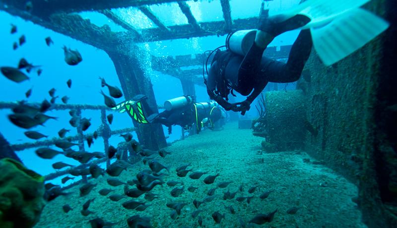 shipwreck in Chankanaab Cozumel - divers