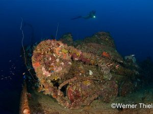 truk lagoon liveaboard diving - wreck dive 3