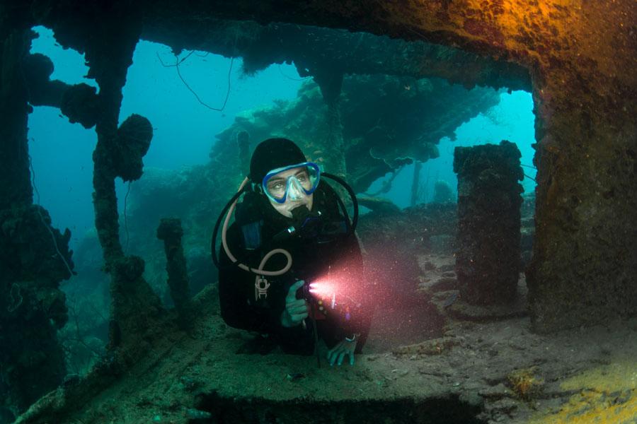 wreck diver - 1
